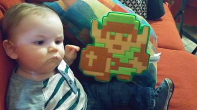 This baby know that Link is awesome. Good on you mini-human.